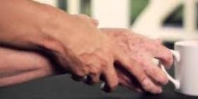 Pesquisadores transplantam células-tronco em cérebro para tratar Parkinson